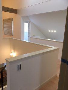 """【Web内覧会】""""勾配天井""""と""""天窓""""がある2階ホール。2階ホールの使い方を考え中です。"""